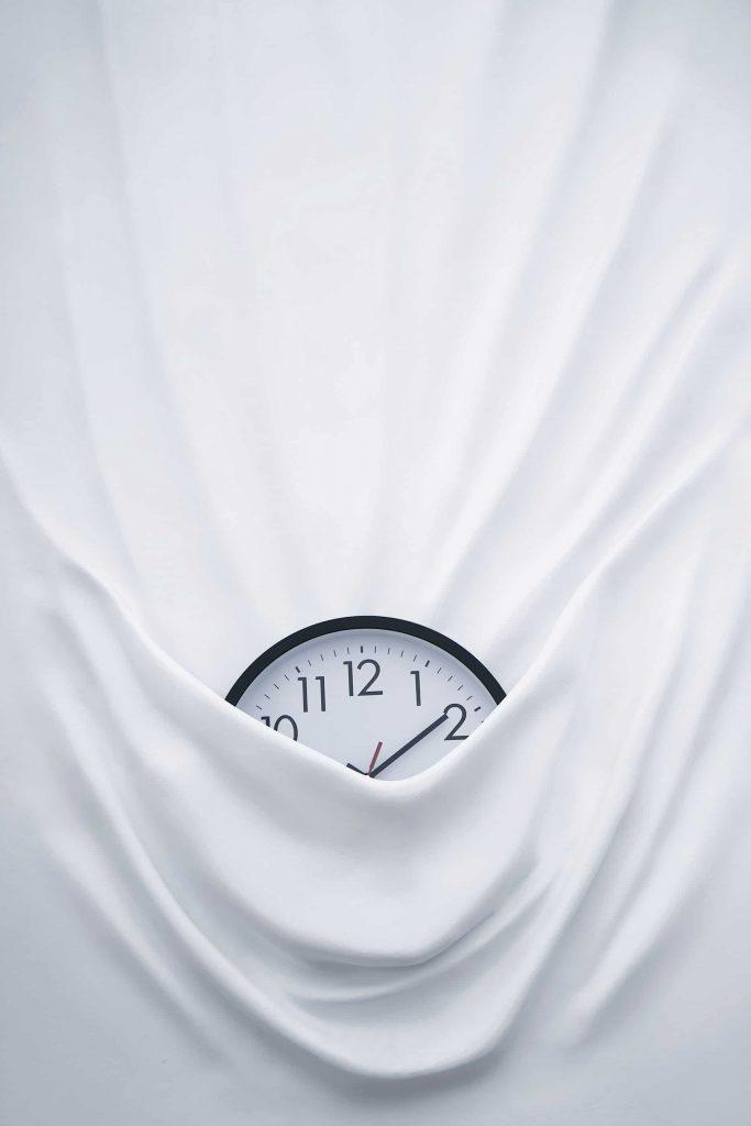 Daniel Arsham, Falling Clock. 📷 Bruno Figueiredo.